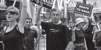 MARRIED TO PROTEST: Debbie Mardon (left) and her Palestinian-American husband, Mahmoud Bitar (center), are often at demonstrations together, like this May 31 demonstration in Times Square against a deadly Israeli raid on ships filled with aid for the people of Gaza. PHOTO: ELLEN DAVIDSON