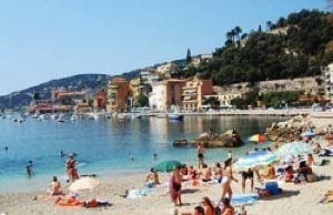 French citizens, who receive six weeks of vacation time per year, enjoy the beach. CREDIT: bobarno.com