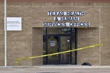 Outside the Department of Health and Human Services office in Laredo following the shootings. (Photo: Socialist Worker)