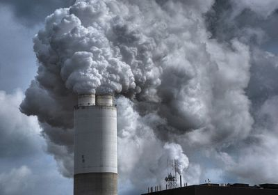 Emissions from a coal burning electric power plant in Pleasant Prairie, WI. PHOTO CREDIT: James Jordan