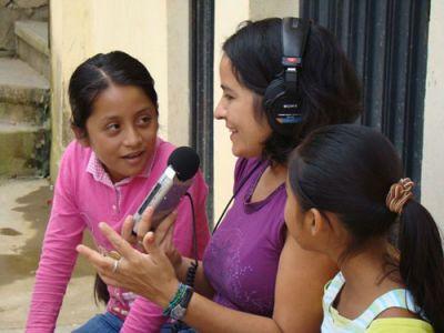 RADIO TRAINING: Community Radio activist Maka Muñoz works with girls at a radio station in a an indigenous village in Oaxaca, Mexico. PHOTO: PALABRA RADIO
