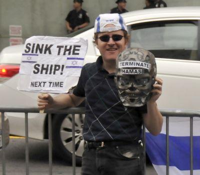 Counterdemonstrator at June 17 Gaza Freedom Flotilla event, Photo by Ellen Davidson