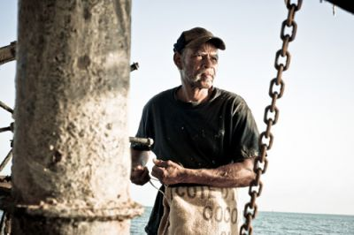 STORMY WATERS: Captain Judge Williams, 67, harvests oysters in the waters around Pointe a la Hache, La., on May 17. He sells the oysters to a local distributor who provides seafood for New Orleans restaurants and other locations around the country. As the oil spill worsens, his future is uncertain. PHOTO: SHAWN ESCOFFERY/SHAWNESCOFFERY.COM