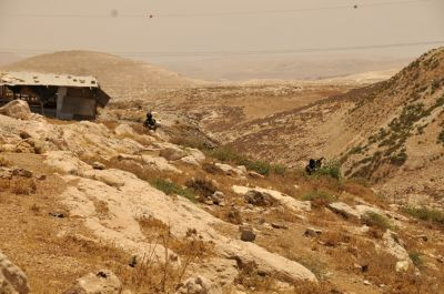 Israeli border police retreating with their weapons trained on Beit Arabiya. PHOTO: ELLEN DAVIDSON