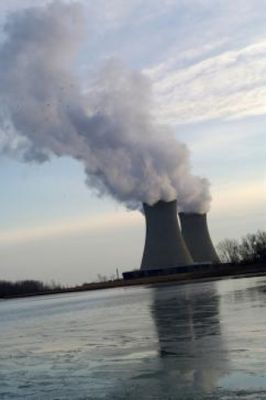 Cooling towers of a nuclear power plant in Michigan. PHOTO: SocialistWorker.org