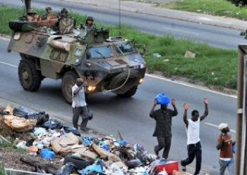 rench troops roll through Abidjan in a tank. PHOTO: SocialistWorker.org