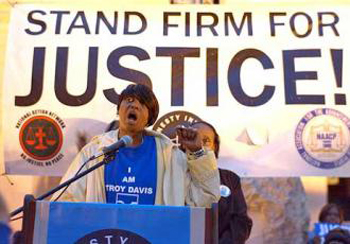 Martina Correia speaking out for her brother Troy and against the death penalty. (Photo: Socialist Worker)