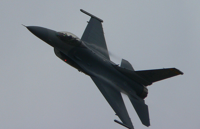 f16warplane.jpg