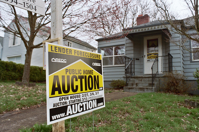 foreclosedhomeauction.jpg