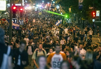 students march in quebec rb cd.jpg