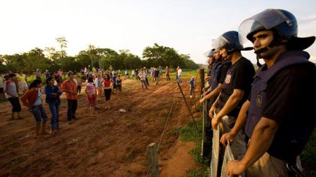 police evict landless farmers paraguay.jpg