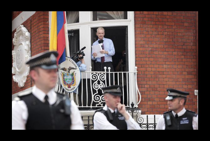 julian_assange_statement_ecuador_embassy_20120819_1.jpeg