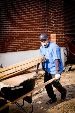sandy_relief_worker_250_375.jpg